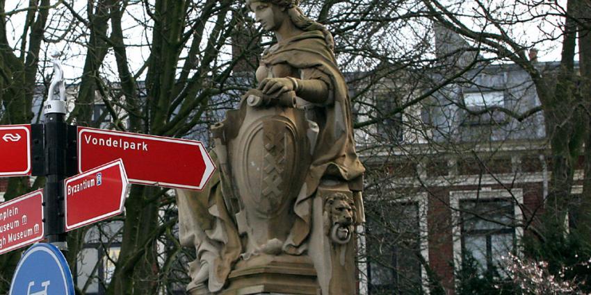 Meisje (14) in Vondelpark met substantie in gezicht besmeurd
