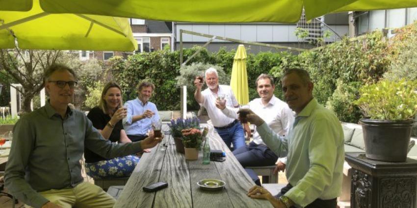 Vlnr Evert-Jan Hulshof (VVN), Lucie Wigboldus (Nederlandse Brouwers), Hans Burghoorn (KVNW), Rob Stomphorst (VVN), Peter de Wolf (STIVA) en Joep Stassen (SpiritsNL)