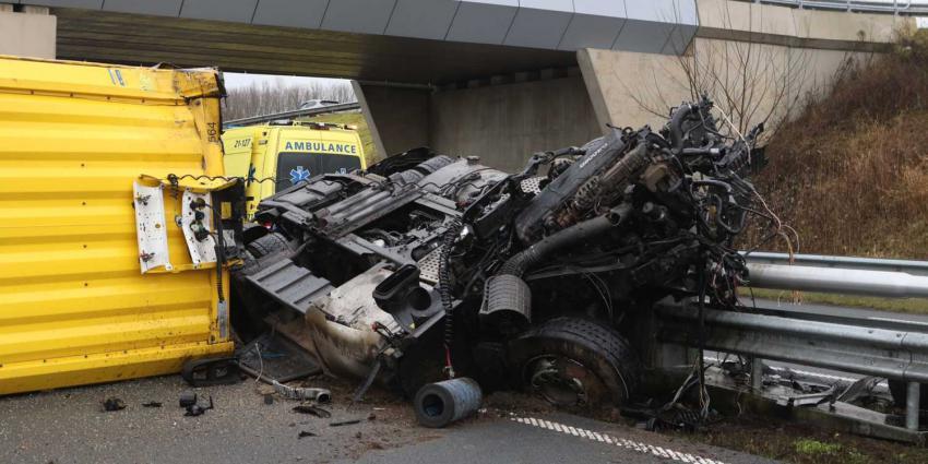 vrachtwagen-brugpijler-ongeval