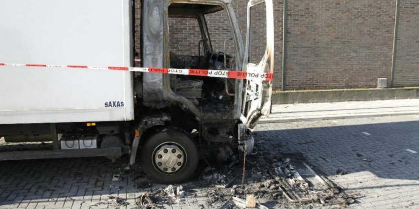 Vrachtwagencabine uitgebrand in Schiedam