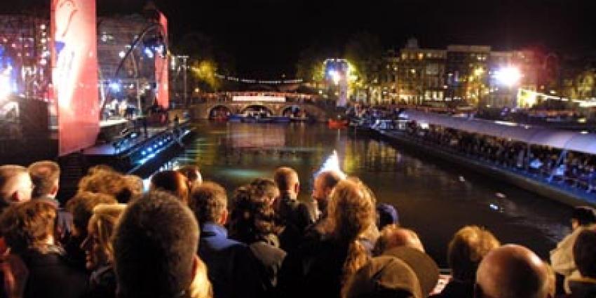 Koning, Koningin en prinses Beatrix in Amsterdam bij slotviering 200 jaar Koninkrijk