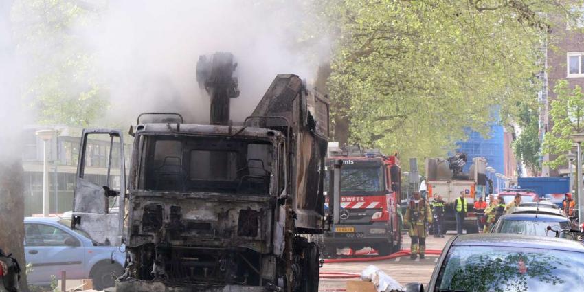 Vuilniswagen in brand in Amsterdamse Kolenkitbuurt