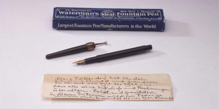 Handgeschreven briefje van Einstein in Rijksmuseum Boerhaave