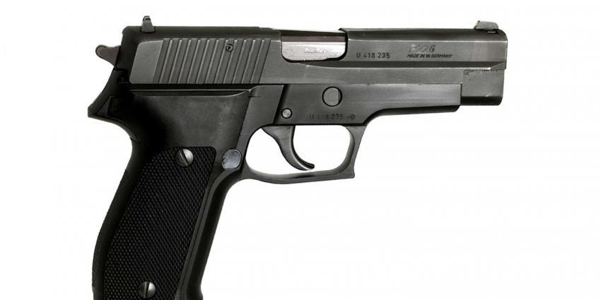 Ras en religie straks ook bepalend bij aanvraag en verlengen wapenvergunning