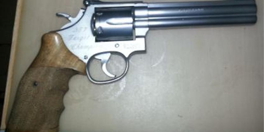 Foto van vuurwapen revolver | Politie