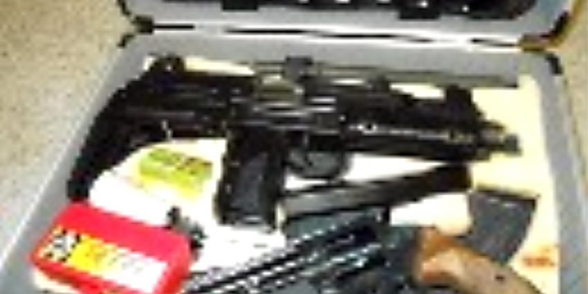 Foto van automatisch vuurwapen UZI | Politie