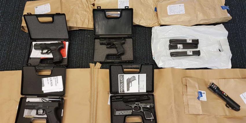 Vier vuurwapens en munitie ontdekt bij inwoner Voorschoten