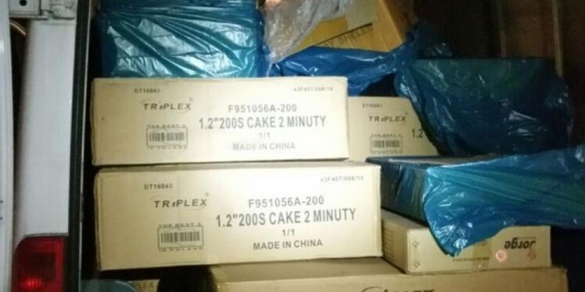 Politie vindt 1100 kilo illegaal en professioneel vuurwerk in bestelbus