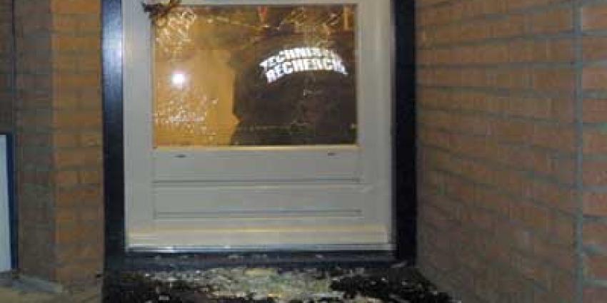 Foto van vuurwerk door brievenbus | Archief EHF