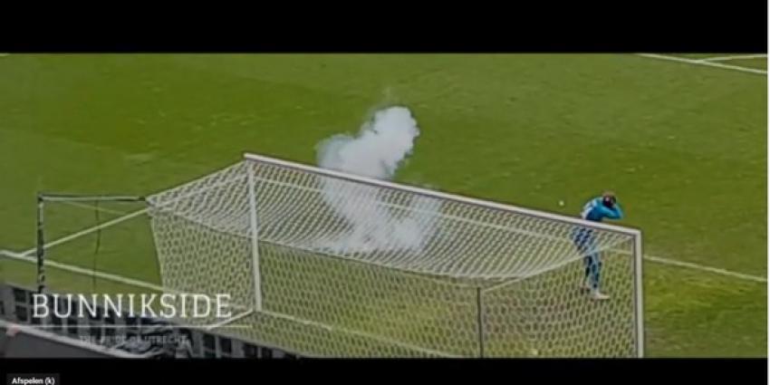 Politie houdt verdachte aan voor gooien vuurwerkbom tijdens wedstrijd Utrecht-Ajax