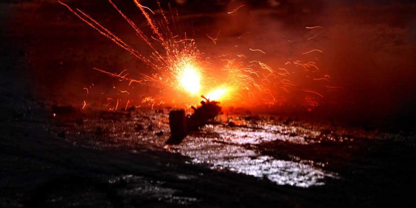 Vuurwerkbom aan steen ontploft in woning