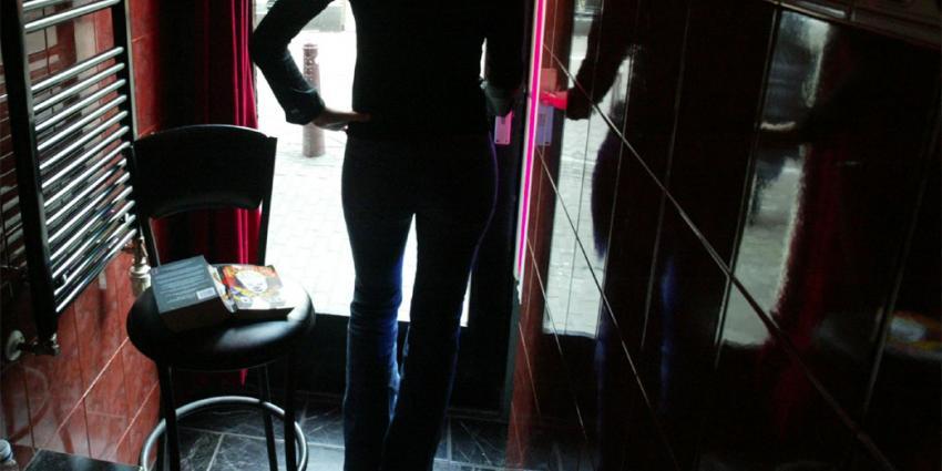 Jongerenpartijen willen ramen sluiten op de Wallen
