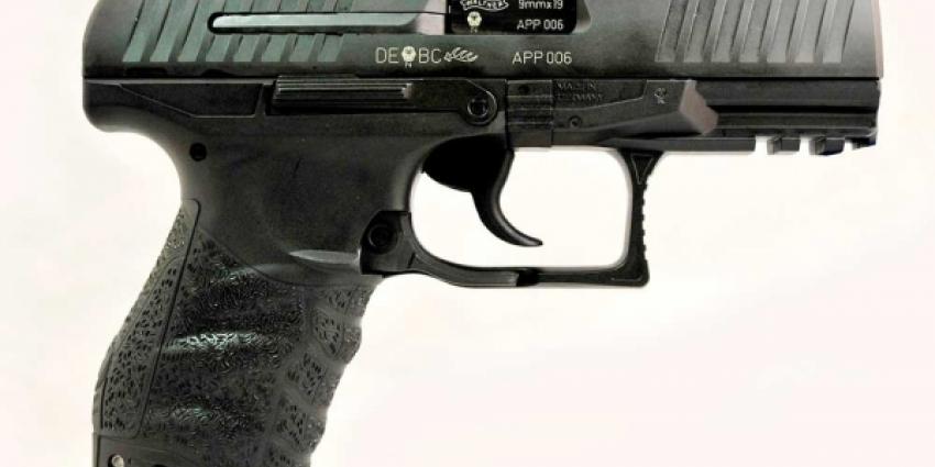 Journalist neergeschoten tijdens presentatie nieuwe dienstwapen