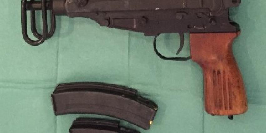 OM eist drie jaar voor bezit van automatische vuurwapens