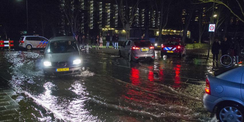 Man raakt gewond bij springen waterleiding in Vlaardingen