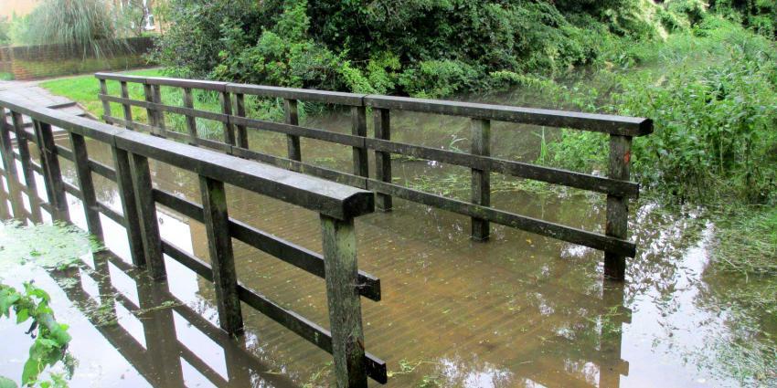 wateroverlast-bruggetje-regenval