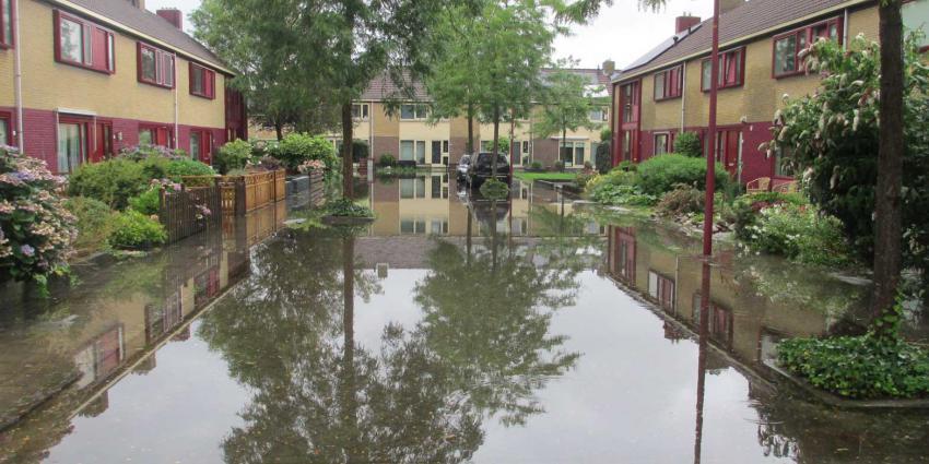 wateroverlast-straat-regenval