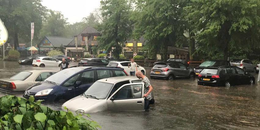 Straten in Groningen en Drenthe onder water door noodweer