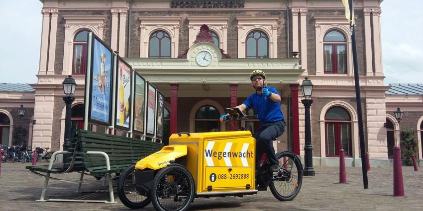 Wegenwacht op fiets bij Vierdaagse