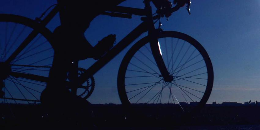 Wielrenner overlijdt na aanrijding, automobilist gaat er vandoor