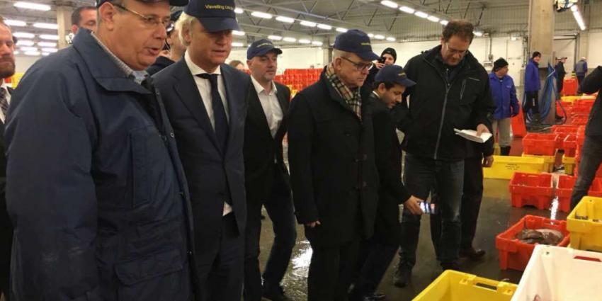 Geert Wilders brengt bezoek aan visafslag in Urk