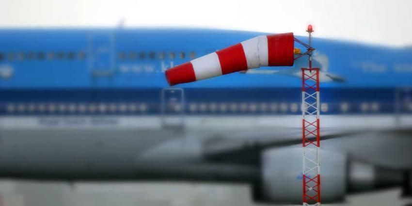Code geel vanwege zware windstoten, KLM annuleert tientallen vluchten