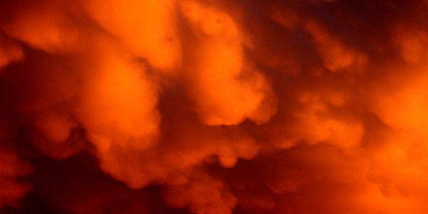 Evacuator moet mensen redden uit o.a brandende wolkenkrabbers