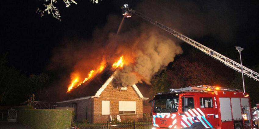 Brand verwoest woning in Nieuw-Amsterdam