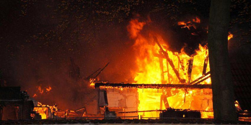 Leegstaande woning tot de grond toe afgebrand