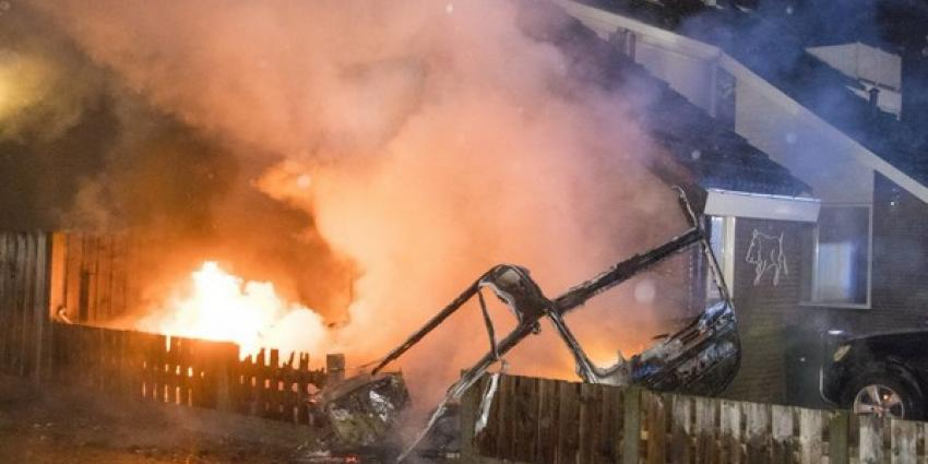 Brandende caravan veroorzaakt grote woningbrand