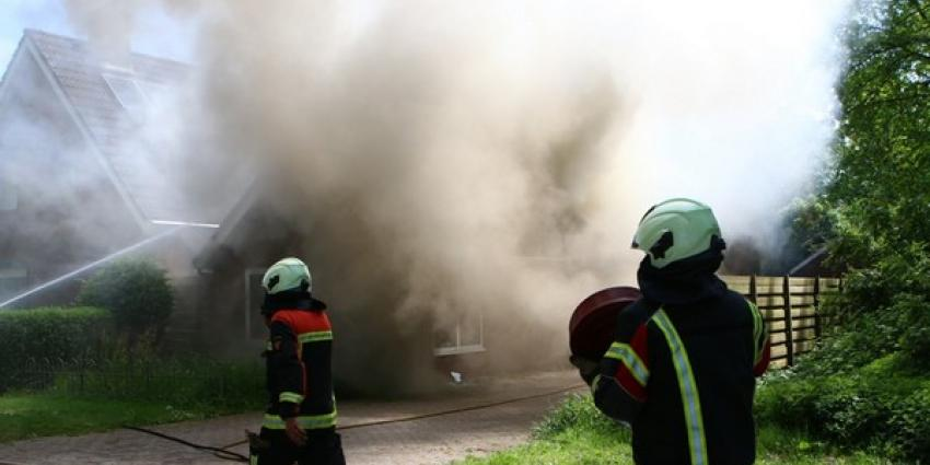 Veel rookontwikkeling bij uitslaande woningbrand Valthermond