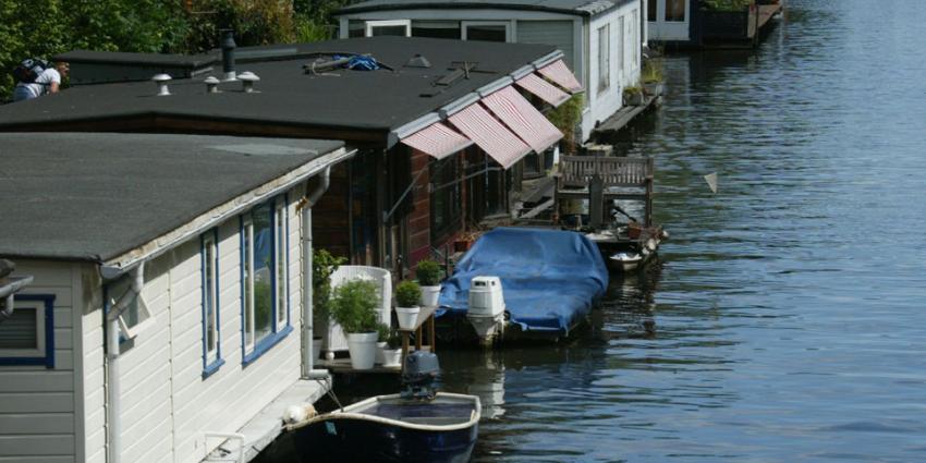 Amsterdam sluit 11 illegale hotelboten