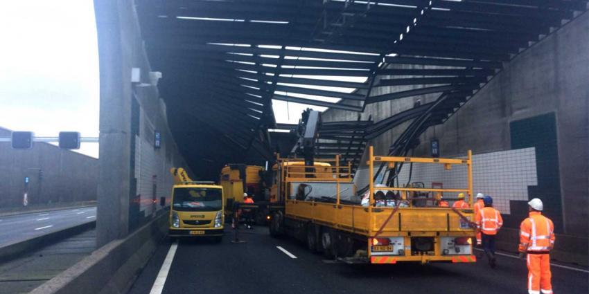 Dak Zeeburgertunnel (A10) zwaar beschadigd