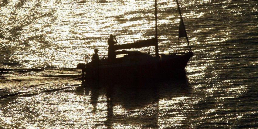 21 schippers op de bon op het Friese water