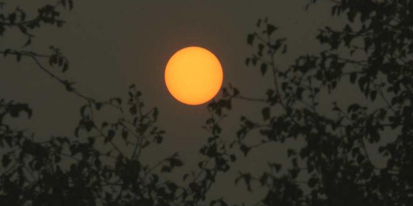 Zon kleurt oranje boven Nederland door bosbranden in Portugal en Spanje