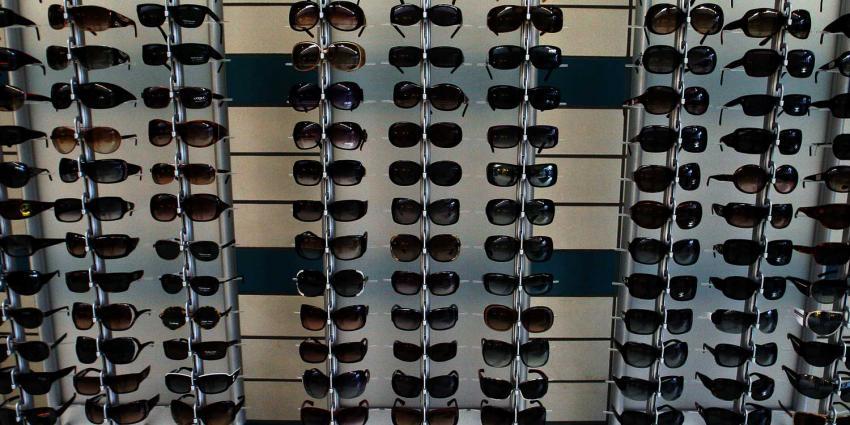 Opticien heeft het nakijken na nachtelijke ramkraak voor zonnebrillen