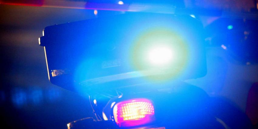 Auto stort met twee inzittenden van viaduct bij A7 Winschoten