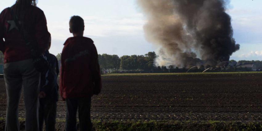 Zeer grote brand na explosie silo veevoederfabriek Veghel
