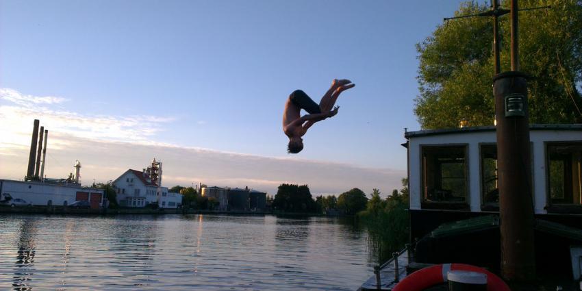 Eén op de drie Amsterdammers zwemt in stadswater