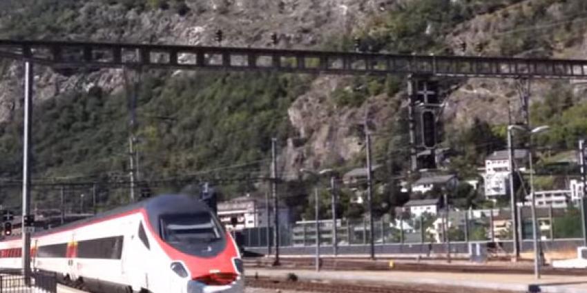 Een slachatoffer (34) en dader overleden na steekpartij in Zwitserse trein