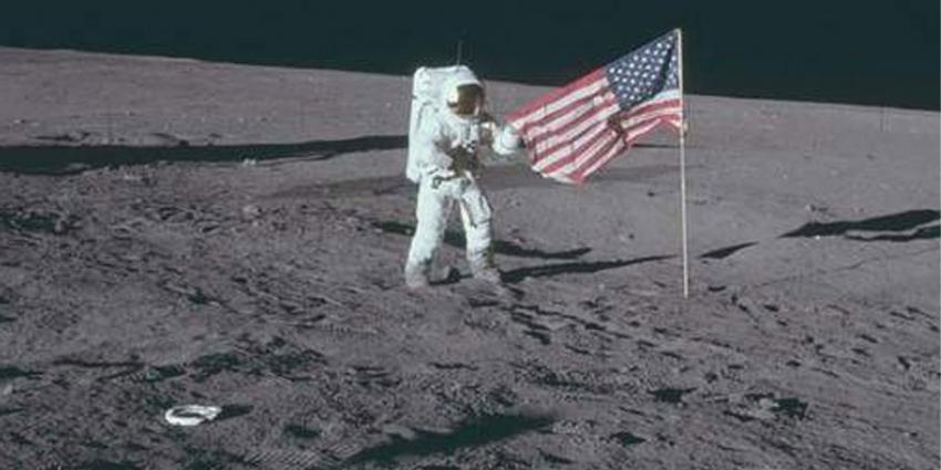 Eerste ruimtetoeristen in 2018 naar de maan