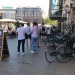 Eerste bezoekers terras na lockdown horeca