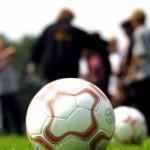 Foto van voetbalveld met ballen | Archief FBF.nl