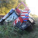 Brandweerwagen in de sloot