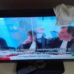 appel-hof-staat-viruswaarheid-mondkapje-televisie-avondklok