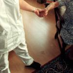 Verpleegster bij bejaarde
