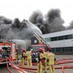 Zeer grote brand in Westelijk Havengebied van Amsterdam onder controle