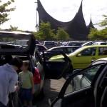 Foto van overvolle parkeerplaats voor de Efteling | Archief EHF