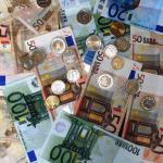 euro biljetten en munten