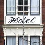 Politie pakt eigenaren Amsterdams hotelbedrijf op om reeks strafbare feiten